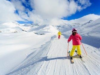 Skifahren, Skifahrer auf der Skipiste