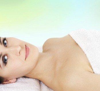 Beautyreisen mit Gesichtbehandlung, Quelle: ©BoValentino/istockphoto