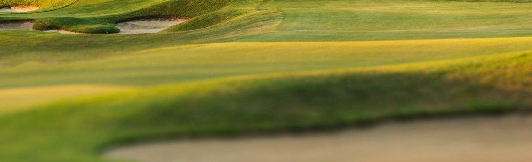 Golfplatz bei Sonnenuntergang, Quelle: SW_Photo/istockphoto