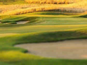 Golfplatz bei Sonnenuntergang