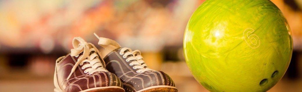 Bowlingbald und Schuhe, Quelle: ©alexeyrumyantsev/istockphoto