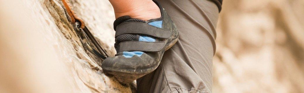 Weibliche Felsklettern Beine, Quelle: vbanh/istockphoto