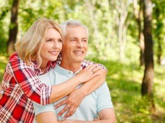 Verliebtes Rentnerpaar