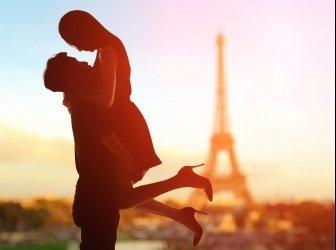Romantische Liebe mit Eiffelturm
