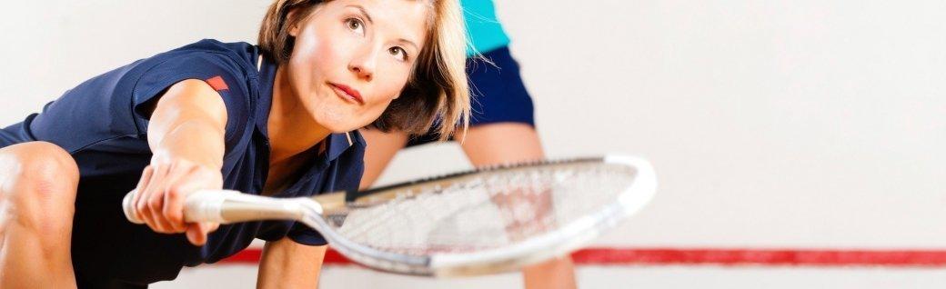 Gruppe von Freunden beim Squash, Quelle: ©gpointstudio/istockphoto
