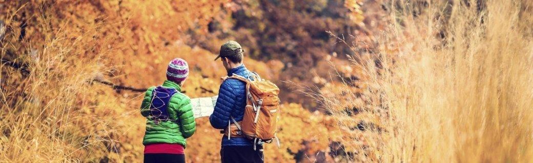 Paar Wandern im Herbst Wald, Quelle: ©blyjak/istockphoto