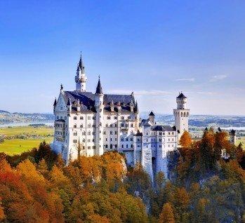 Burg & Schloß Besichtigung, Quelle: Noppasin Wongchum/istockphoto