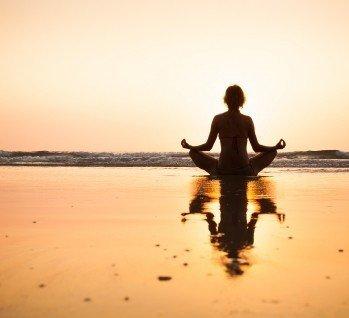 Yoga Reisen, Quelle: NicoElNino/istockphoto