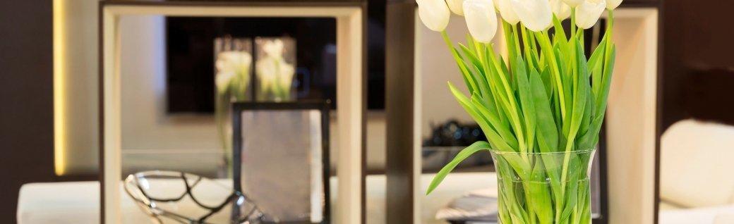 Strauß Tulpen auf dem Tisch, Quelle: Nomadsoul1/istockphoto