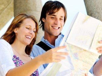 Glückliche Reise-Paar