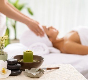Massage-Abteilung, Quelle: DragonImages/istockphoto