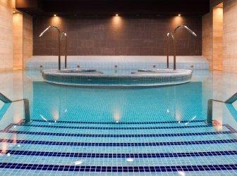 Whirlpool im Schwimmbad