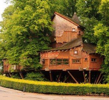 Baumhäuser & Erdhäuser, Quelle: ATGImages/istockphoto