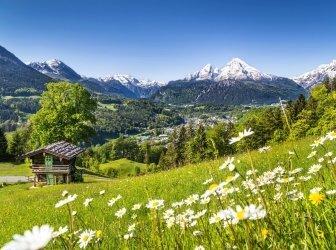 Idyllische Landschaft der Berge in den Alpen