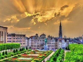 dramatischer Sonnenuntergang über Brüssel