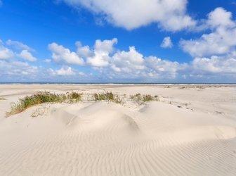 Sand Dünen und Blauer Himmel Küste