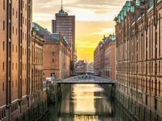 Nacht Stadt Düsseldorf. Hotel Hyatt. Düsseldorf