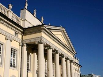 Fridericianum Museum in Kassel mit Säulenportal