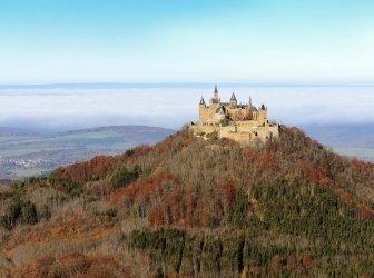 Bunte Burg Hohenzollern in Deutschland Herbst
