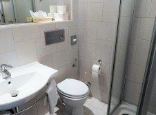 01 Badezimmer Einzelzimmer