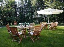 Sitzgelegenheiten im Garten