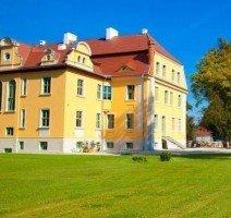 Aussenansicht, Quelle: (c) AKZENT Schlosshotel Wiechlice