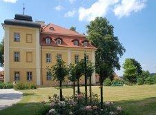 Außenansicht Schloss Lomnitz