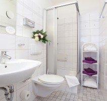 Bad in einem Zimmer des Vitalhotels, Quelle: (c) Vitalhotel am Stadtpark