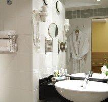 Unsere Badezimmer sind mit einer Badewanne ausgestattet., Quelle: (c) Hotels by HR Schweinfurt GmbH