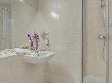 Badezimmer im Einzelzimmer Vital