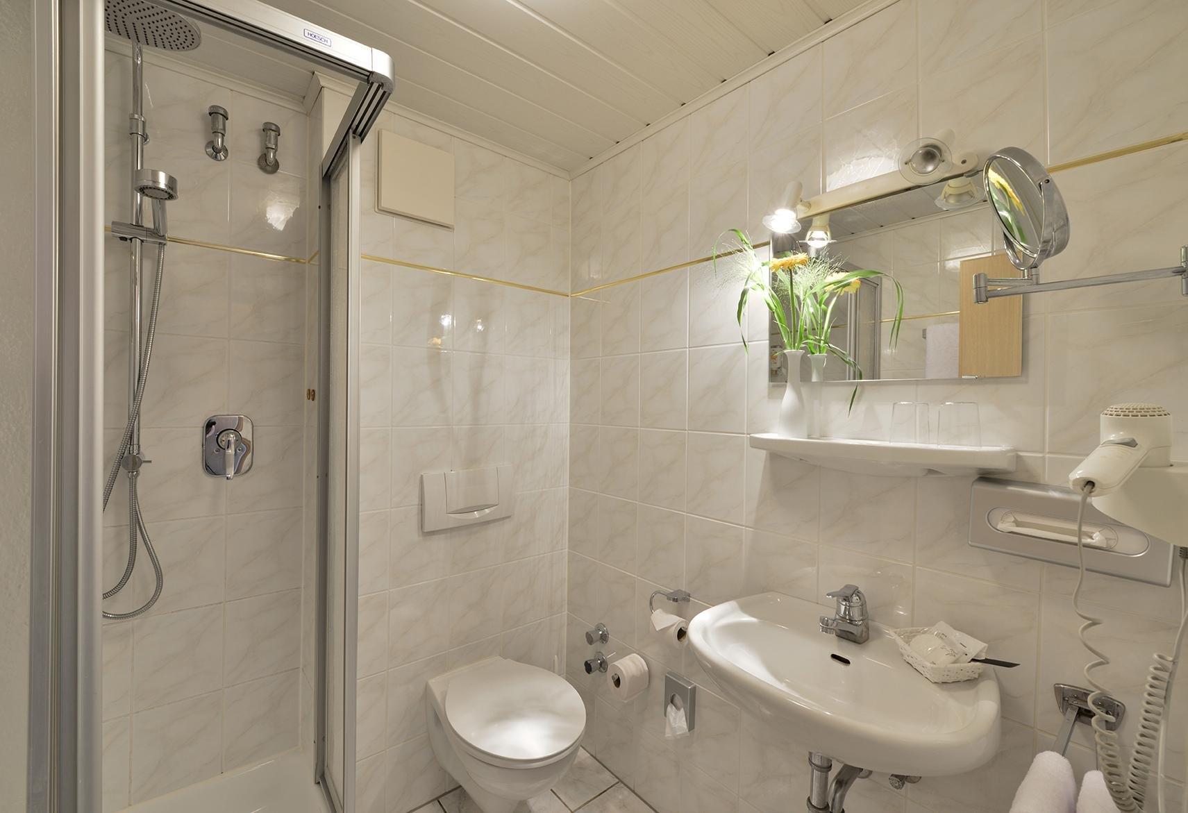 Der goldene herbst im hotel zur post in altenahr for Badezimmer quelle