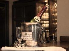 Bar im Gasthaus & Hotel Zur Henne