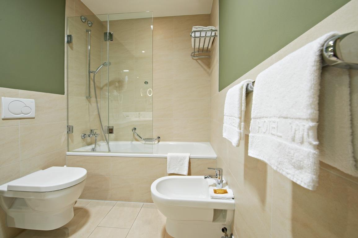 K nig ludwig arrangement im eden hotel wolff in m nchen for Badezimmer quelle