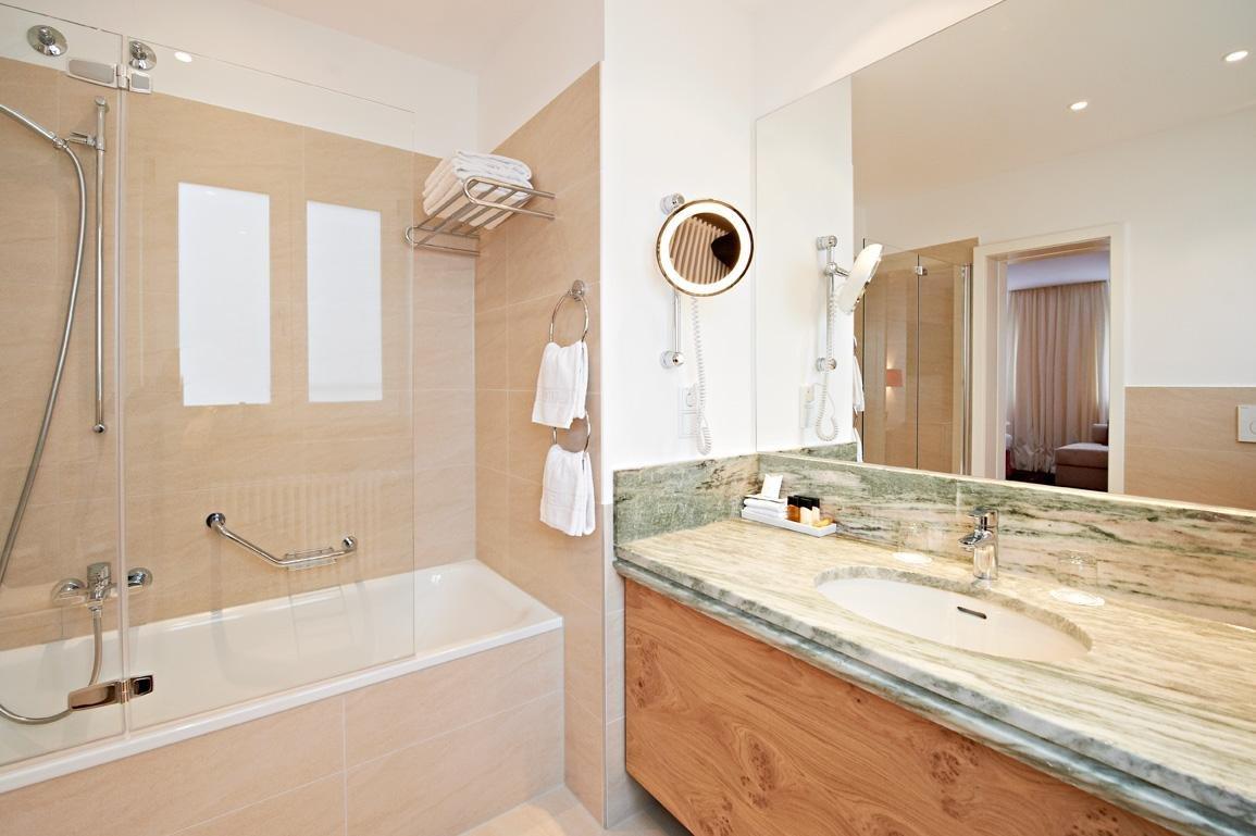 K nig ludwig arrangement im eden hotel wolff in m nchen - Ludwig badezimmer ...