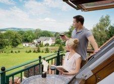 Blick vom Balkon der Wellness-Suite in die Natur