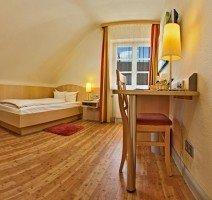 Unser Hotel verfügtüber zwei Comfort Einzelzimmer. Diese sind ausgestattet wie alle unsere Zimmer. Bei uns muss man als Alleinreisender keine Abschläge machen., Quelle: (c) Hotel & Restaurant Gasthof zum Ochsen