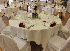 Dekorierter Tisch zu Veranstaltungen und bei Gruppenreisen