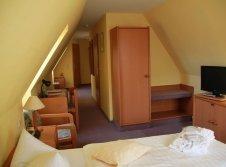 Doppelzimmer Mansarde mit Badewanne mit Aufbettung