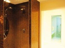 Dusche und Dampfbad