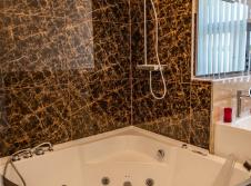Goldene Suite Badewanne