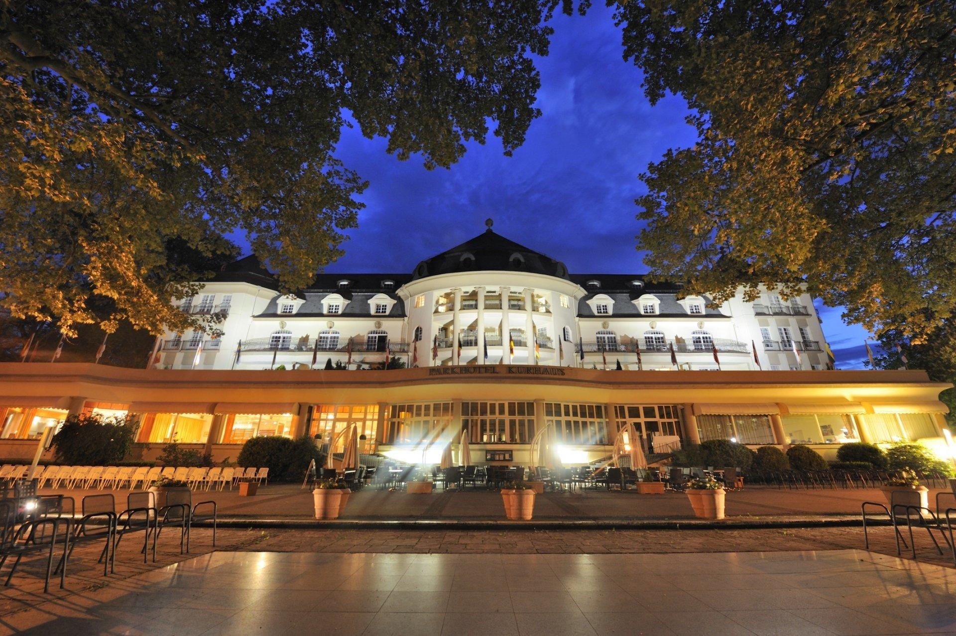 Home 187 schlafen amp bad 187 wellness pur - Hotel Bei Nacht Quelle C Pk Parkhotel Kurhaus