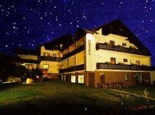 Hotel & Ferienwohnungen Seeschlößchen bei Nacht