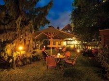 Hotelgarten abends