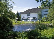 Hotelpark mit See & Fontäne