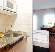 Hotelzimmer Kitchenette, Quelle: (c) ACHAT Comfort Darmstadt/Griesheim
