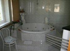 Hotelzimmer mit Whirlpool