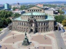 in der Umgebung: Dresden Semper Oper (c) Helfried Leithold