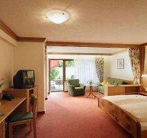ca. 40 m² mit Westbalkon, großes Bad mit Badewanne und Dusche, seperates WC, Quelle: (c) Hotel Gerbe