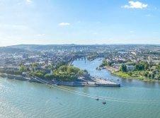 Koblenz Deutsches Eck bei Tag