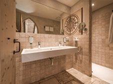 Mittelalterliches Hotel Arthus - Badezimmer